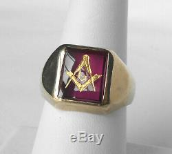 Handsome Vintage 10k Yellow Gold Ruby Mens Square Face Masonic Ring Sz 10.25
