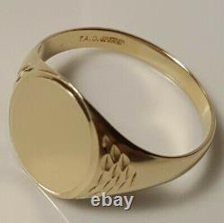 Mens 9ct Gold Vintage Signet Ring T Oxford Oval with Engraved Shoulders-VGC