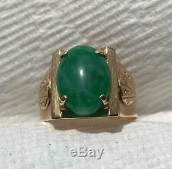 Vintage MCM Men's or Unisex Asian Green Jade Cabochon 18K Gold Ring Size 8.25