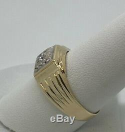Vintage Mans 14K Yellow Gold Diamond Solitaire Ring Size 9 3/4 weighs 4.0 grams