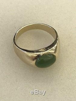 Vintage mid century 14K Yellow Gold and Jade Cabochon Men's Ring size 9.5